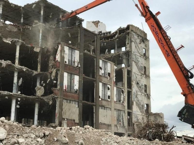 Figure 19. A progressive collapse to the ground floor began on the 4th floor as a result of overloading the floor framing with an excessively large debris pile.